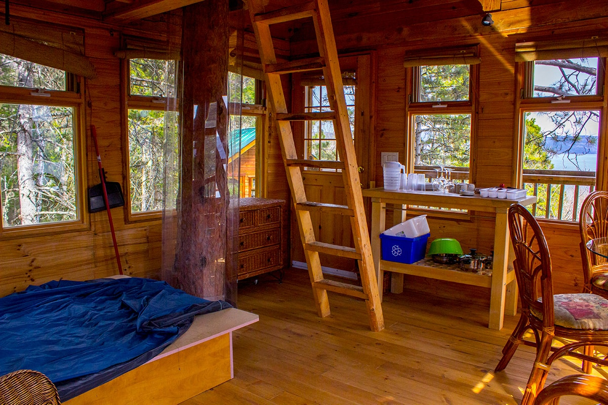 Cozy Tree House Interior with Loft Parc Aventures Cap Jaseux Quebec Saguenay